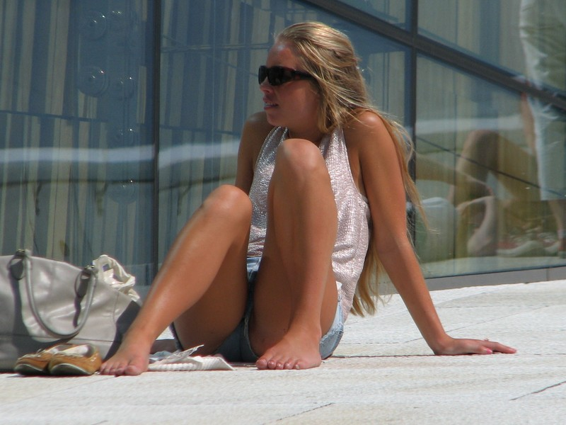 leggy babe in sunglasses & denim shorts