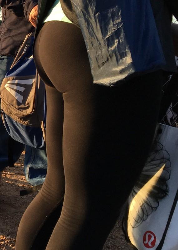 soccer milf booty in black leggings