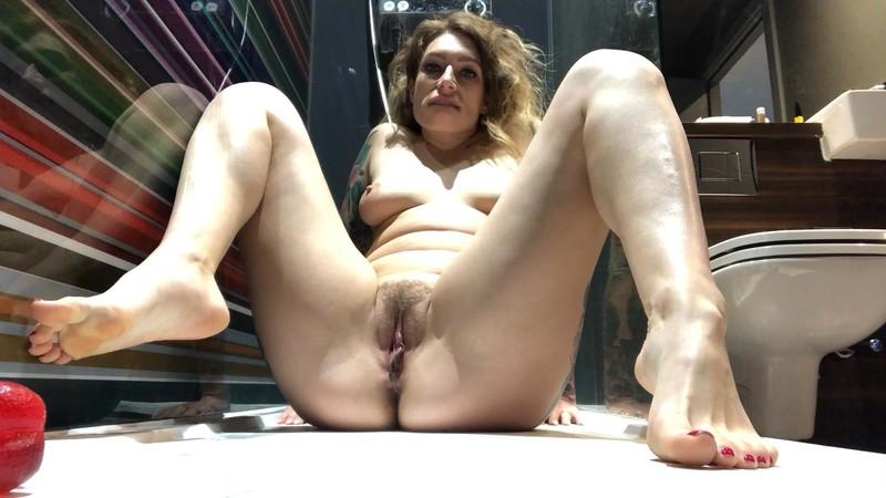 Ava Austen - Peeing foot fetish and foot job [FullHD 1080P]